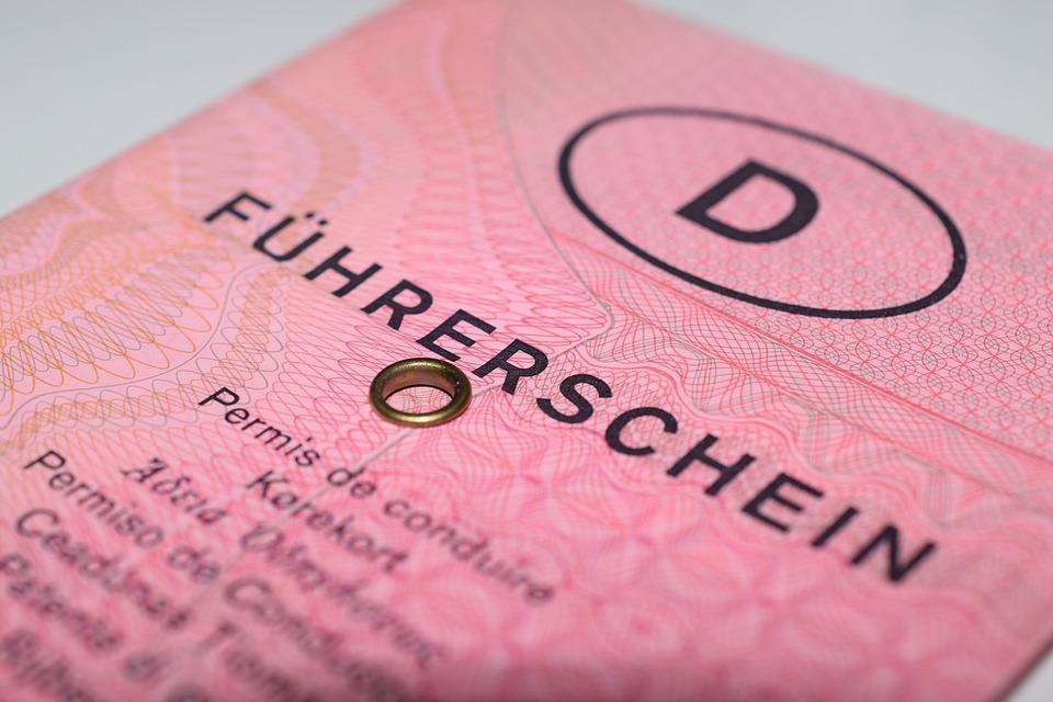 Un ressortissant étranger peut-il se voir attribuer en France un équivalent du permis de conduire ?